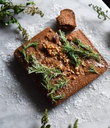 Fluffy-gingerbread-cake-770x770_1